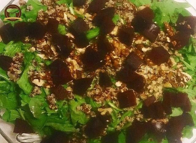 Pancarlı Kinoalı Roka Salatası