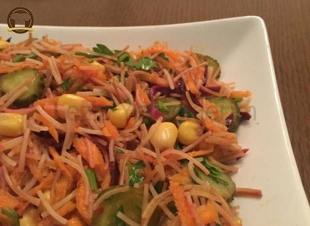 Tel Şehriyeli Havuç Salatası