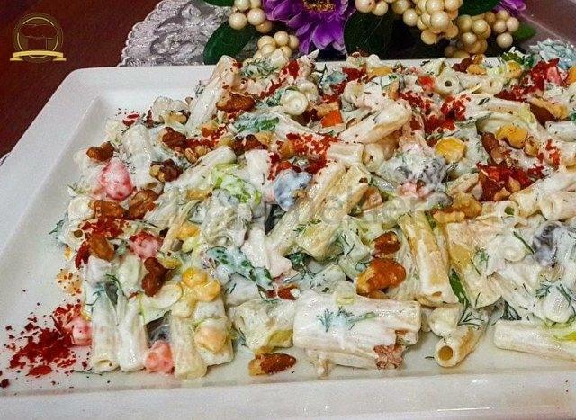 Cevizli Makarna Salatası