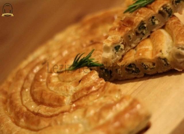 El Açması Ispanaklı Rulo Börek