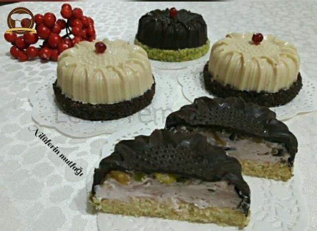 Çikolata Kaplı Mini Pastalar
