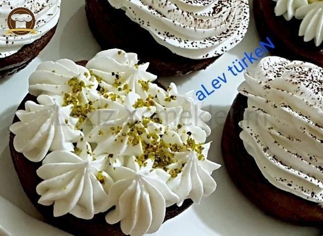 Pratik Kakaolu Islak Muffin Tarifi (Mutlaka Deneyin)