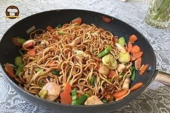 Asiatische Makarna
