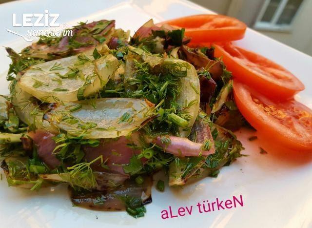 5 Dk'da Közlenmiş Soğan Salatası (Mükemmel)