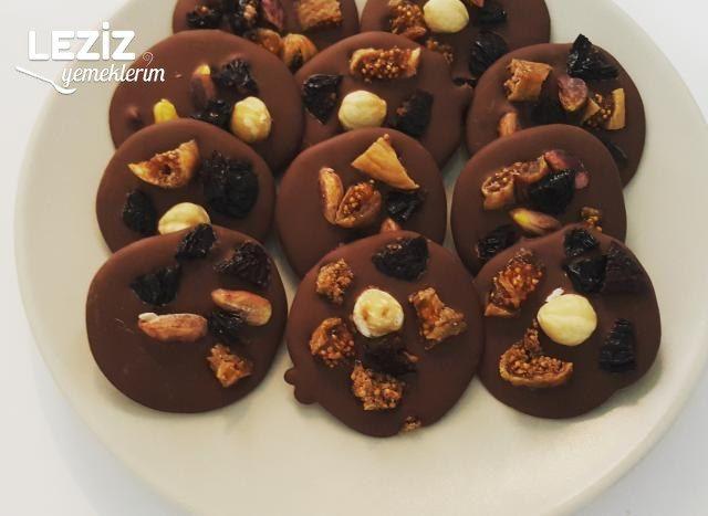 Kurumuş Meyve Parçacıklı Çikolatalar