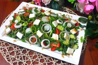 Peynirli Semizotu Salatası