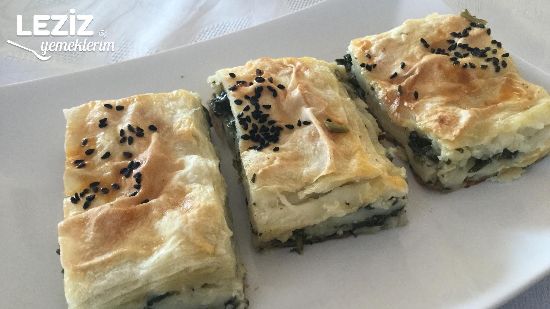 Su Böreği Tadında Ispanaklı Sodalı Börek
