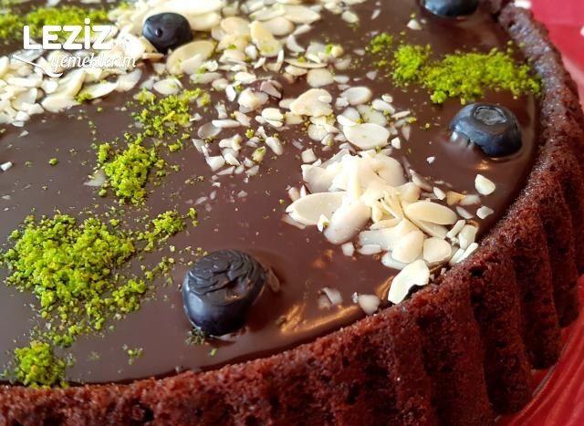 Beyaz Çikolata Soslu Ganajlı Tart Kek