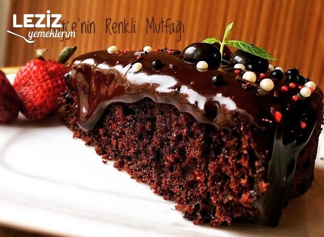 Bol Soslu Çikolatalı Pasta Kek
