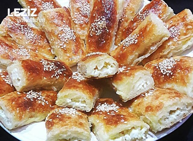 Baklava Yufkasından Sodalı Peynirli Börek