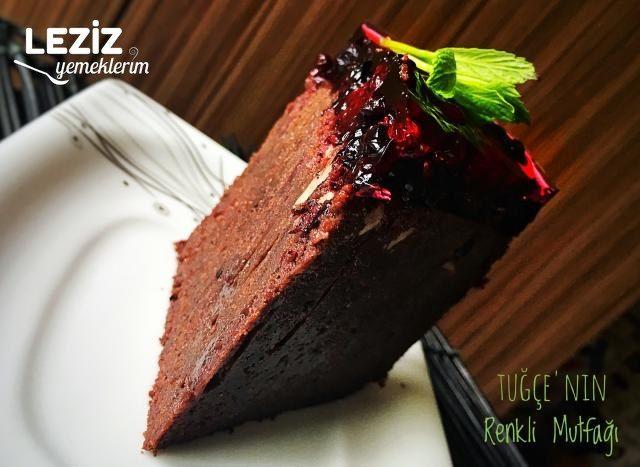 Olay Kara Orman Pastası