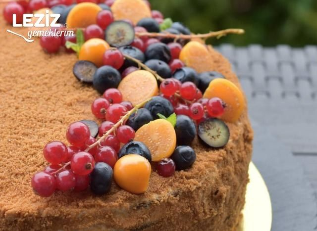 Medovik (Ballı Pasta)