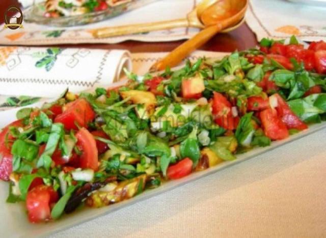 Tarhun Soslu Salata