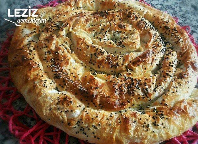 3 Yufkadan Pratik Ispanaklı Peynirli Börek