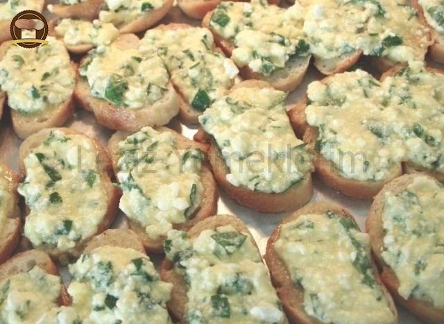 Yumurtalı Peynirli Ekmekler